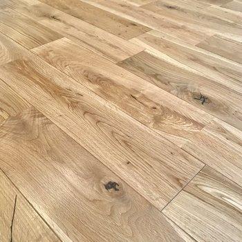 温かみのある無垢床