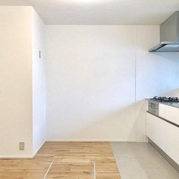 【LDK】後ろには冷蔵庫や電子レンジが置けそうです
