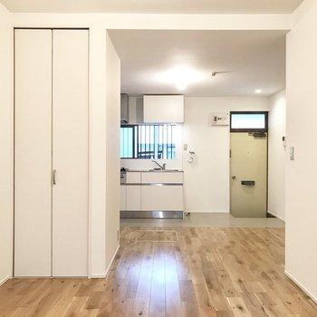 【LDK】玄関から開放的なお部屋