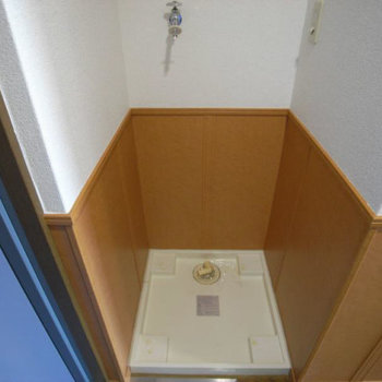 洗濯機置場。(※写真は2階の同間取り別部屋のものです)