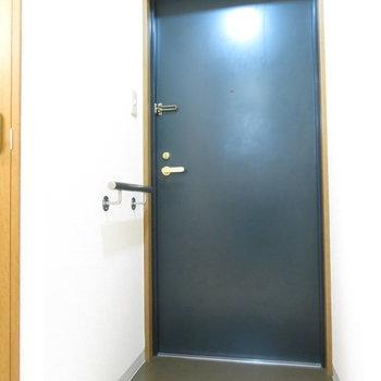 玄関スペースは一人用(※写真は5階の反転間取り別部屋のものです)