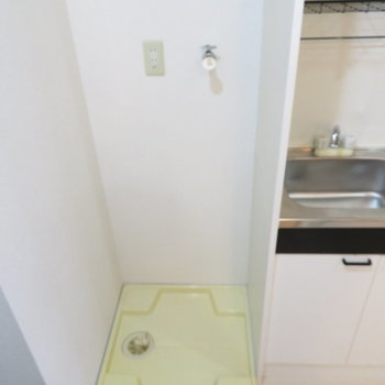 キッチン隣に洗濯機置き場(※写真は5階の反転間取り別部屋のものです)
