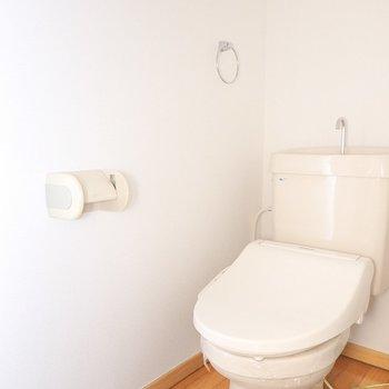 トイレはシンプルですがウォシュレット付き!