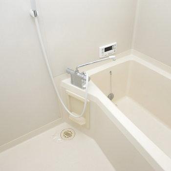 追い焚き付きで便利な浴室。