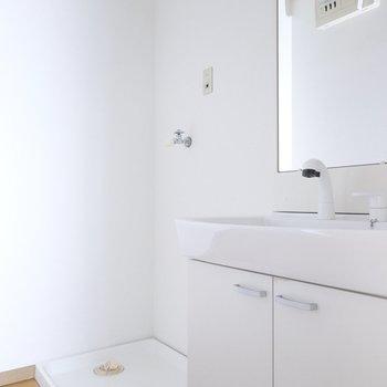 洗面台と洗濯機置場はセットで便利!