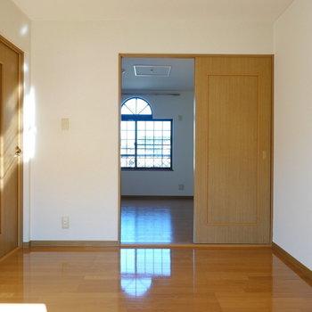 お次は北側の洋室へ。(※写真は1階の同間取り別部屋のものです)