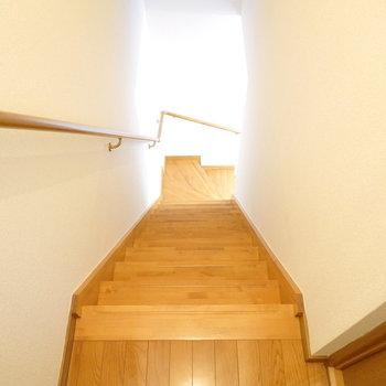 階段を降りると…(※写真は1階の同間取り別部屋のものです)