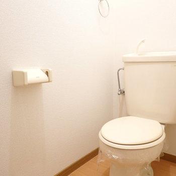 トイレも同じく、清潔さがあります。(※写真は1階の同間取り別部屋のものです)