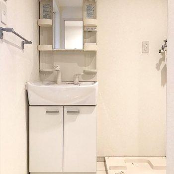 洗面台も使い勝手◎!(※写真は6階の同間取り別部屋、清掃前のものです)