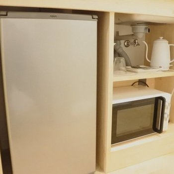 Microwaves Oven and Electric Kettle