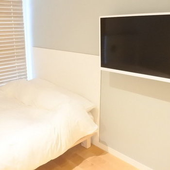 TV with adjustable arm