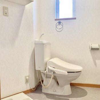 脱衣所にトイレ、洗濯パン、まとまってます。