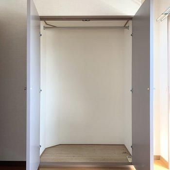 【洋室5.4帖】十分な大きさがあります。