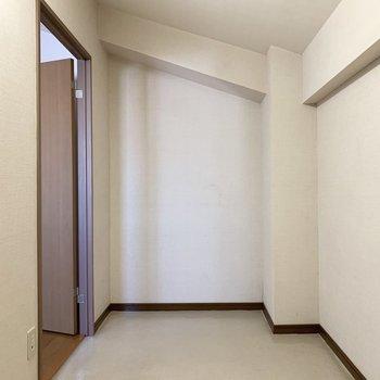 【洋室6.5帖】サービスルームあるんですよ。