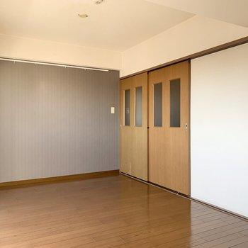 【LDK】扉もしっかり閉められます。