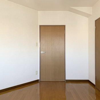 【洋室6.5帖】家具の配置に工夫が必要かも。