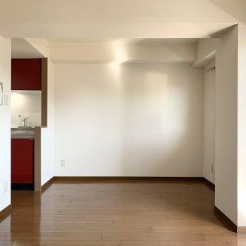 【LDK】キッチン近くにダイニングテーブルなど置くといいですね。