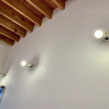 【おまけ】電球のようなライトが素敵。