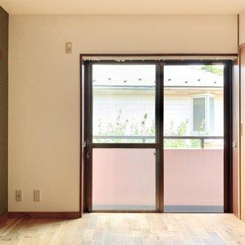 【洋室】寝室にちょうどよい約6帖のお部屋。