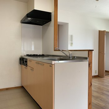 【LDK】キッチンまわりに十分なスペースが。