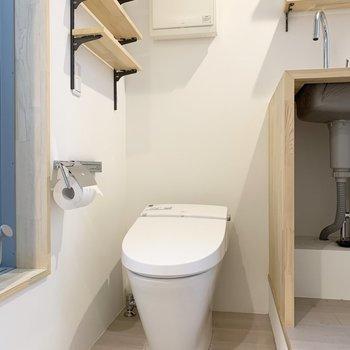 キッチン横に、トイレがあります。