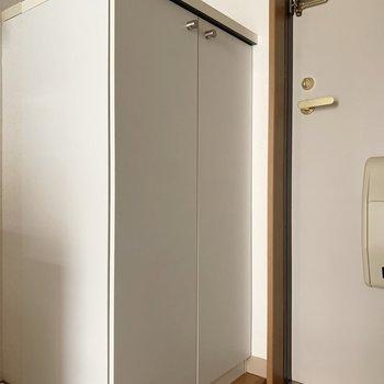 こちら、シューズボックスです。※写真は2階の同間取り別部屋のものです