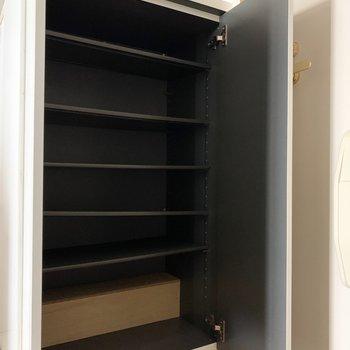 高さを調節できるます。※写真は2階の同間取り別部屋のものです