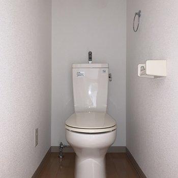 嬉しいバストイレ別。 ※写真は2階の同間取り別部屋のもの、通電前のものです