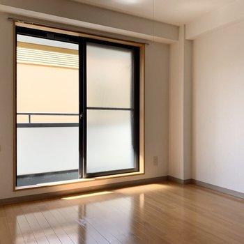 優しい光が差し込みます。※写真は2階の同間取り別部屋のものです