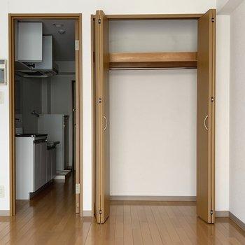 布団などは圧縮して収納したい。※写真は2階の同間取り別部屋のものです