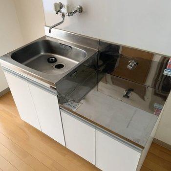 作業スペースがないのでささっと作れるご飯を習得したい。※写真は2階の同間取り別部屋のものです