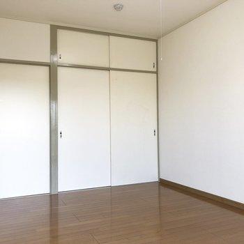 【洋室2】こちらにも大きめの押入れがあります。※写真は2階の同間取り別部屋のものです