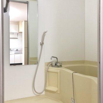 お風呂もゆとりがありますよ。※写真は2階の同間取り別部屋のものです