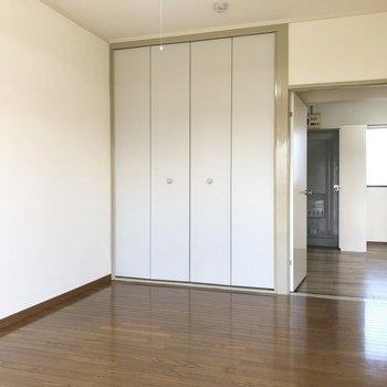 【洋室1】寝室にちょうどいい広さです。※写真は2階の同間取り別部屋のものです