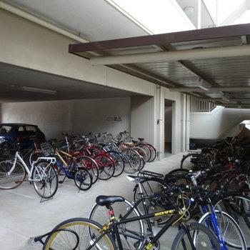 駐輪場は全て屋根付き!助かる♪