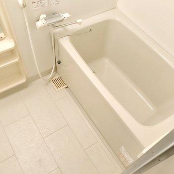サーモ水栓で温度調節簡単です。(※写真は清掃前のものです)
