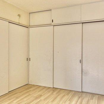 【間取図右側の洋室】扉を閉めるとこんな感じです