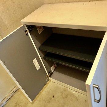 靴箱の上にもスペースが、鍵置きなどをおきましょう