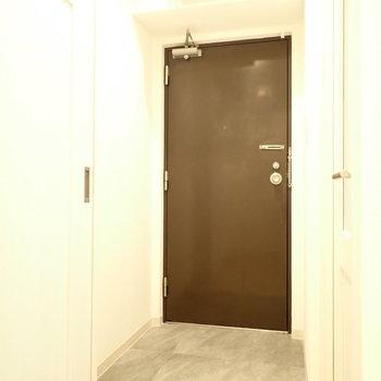 内開きの扉です。