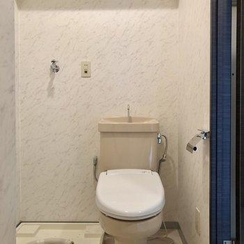 洗濯機を置くとかなり窮屈になるかも…(※清掃前です。写真は2階の同間取り別部屋のものです)