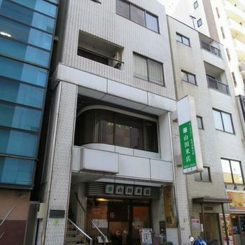 1階の「山田米店」が目印。