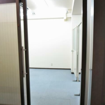 こちらオフィスの入り口になります。