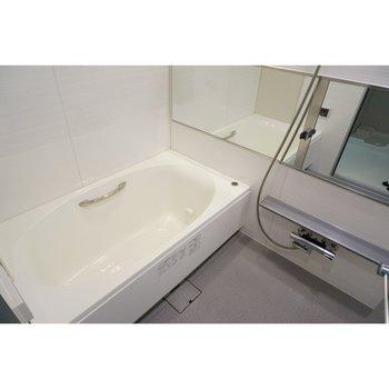設備上等、完璧に近いお風呂です(※写真は4階の反転間取り別部屋のものです)