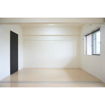 仕切り戸を全て開放状態(※写真は4階の反転間取り別部屋のものです)