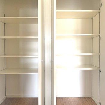 廊下に収納スペース