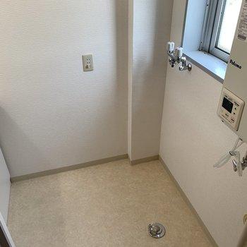 洗濯機置場は浴室入り口横です