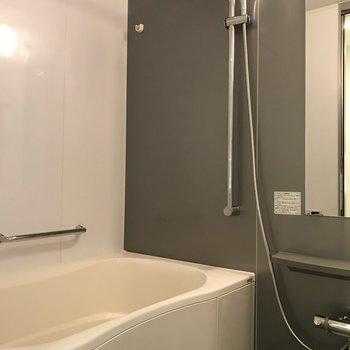 嬉しい浴室乾燥機付き※写真は5階の反転同間取り別部屋のものです