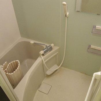 お風呂は掃除しやすそう♪ (※写真は清掃前のものです)