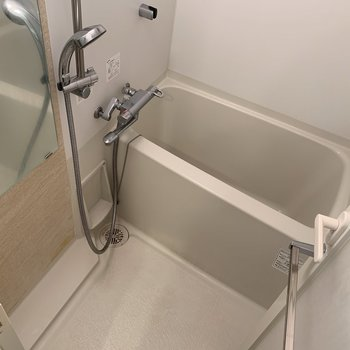 浴室乾燥機があるので洗濯物はここでも干せる〜◎