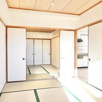 もうひとつの和室とは引き戸を介して繋がっています。